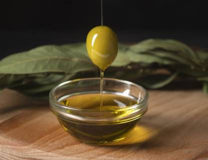 close-up-organic-olive-oil