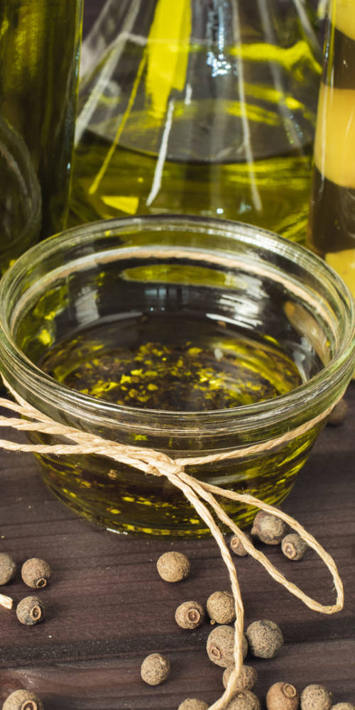 close-up-organic-olive-oil-on-the-table
